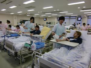 基礎看護技術演習の様子